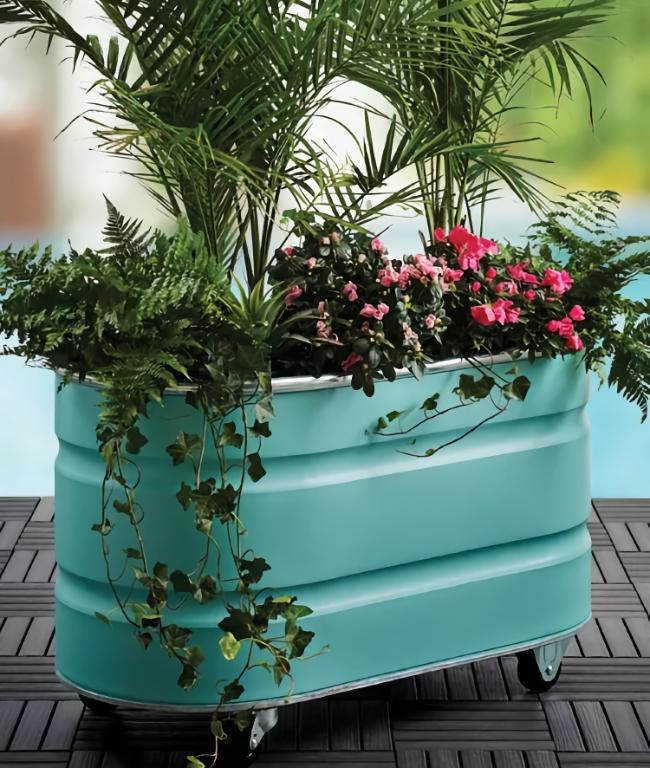 Transform a galvanized stock tank into fabulously functional outdoor décor.